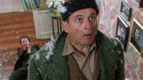 5 Ways to Nail Comedy Cinematography from 'Home Alone' DP