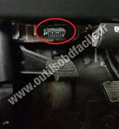 OBD2 connector location in Hummer H2 (2003 - 2009